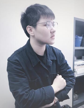 新正设计师李菁